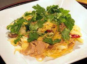 香菜(パクチー)と豚肉のペペロンチーノ風焼きそば.jpgのサムネイル画像