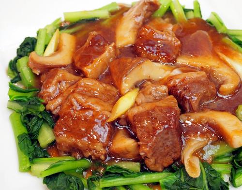 国産牛バラ肉とアワビ茸の中国スパイス煮込み.jpg