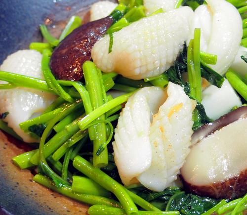 松笠イカと空芯菜のガーリックソースのコピー.jpg